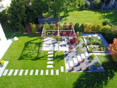 Création de jardin avec pergola acier