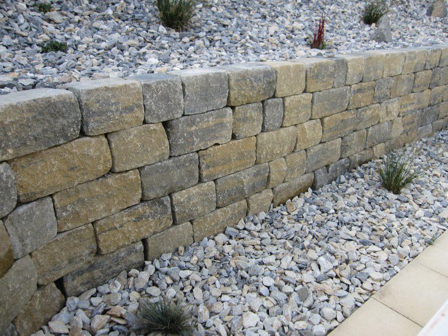 Mur original avec graviers décoratifs