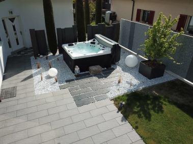 Aménagement extérieur avec Spa réalisé par l'entreprise Lattion et Veillard