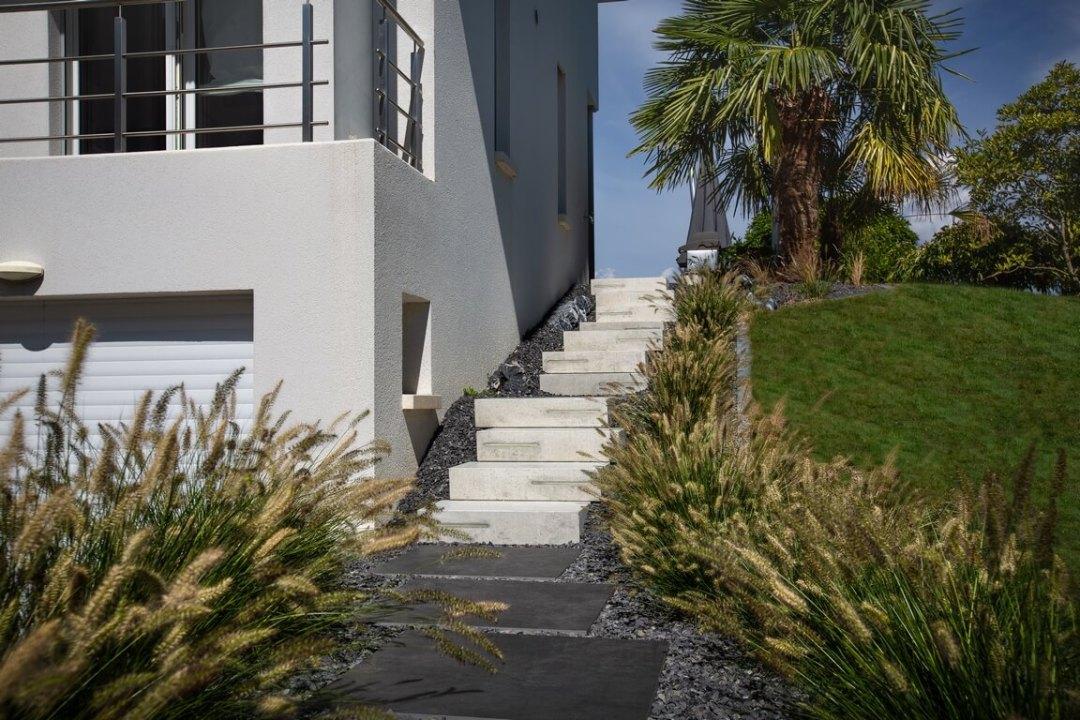 Escalier béton avec leds encastrées