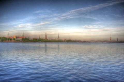 Bild: Bild vom linken Ufer der Daugava auf die Altstadt von Riga. HDR Render.