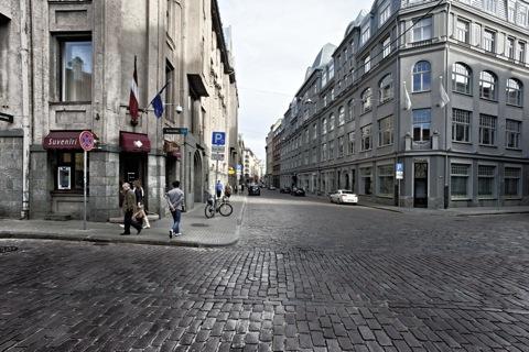 Bild: Unterwegs in der Altstadt von Riga. NIKON D700 mit CARL ZEISS Distagon T* 3,5/18 ZF.2 ¦¦ ISO200 ¦ f/16 ¦ 1/60 s ¦ FX 18 mm.