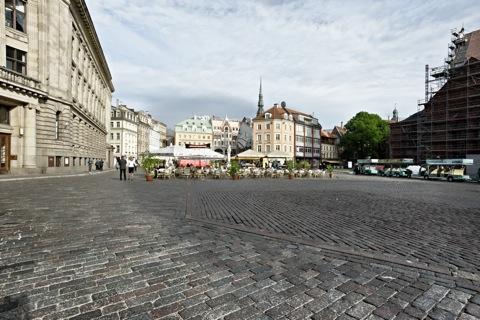 Bild: Unterwegs in der Altstadt von Riga am Dom. NIKON D700 mit CARL ZEISS Distagon T* 3,5/18 ZF.2 ¦¦ ISO200 ¦ f/16 ¦ 1/125 s ¦ FX 18 mm.