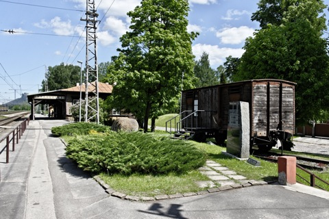 Bild: Unterwegs am geschichtsträchtigen Bahnhof des Rigaer Vorortes Torņakalns. NIKON D700 mit AF-S NIKKOR 28-300 mm 1:3,5-5,6G ED VR.