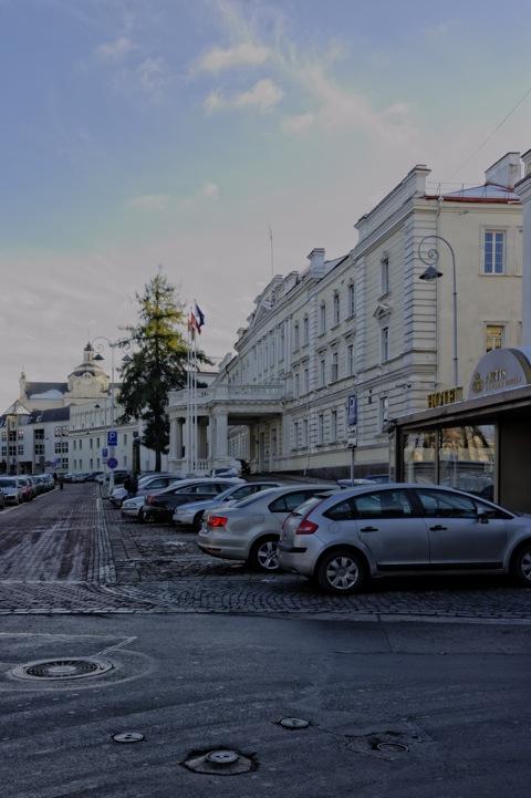 Bild: An der Universität in Vilnius. NIKON D700 mit AF-S NIKKOR 28-300 mm 1:3.5-5.6G ED VR.