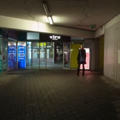Bild: Sehenswert ist auch der unterirdische Busbahnhof unter dem Viru Keskus - dem zentralen Kaufhaus von Tallinn.