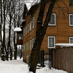 Bild: Eines der zahlreichen großen Holzhäuser im Tallinner Stadtteil Kalamaja.