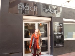 façade salon de tatouage black heart