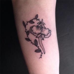 tatouage fleur eugénie kasher