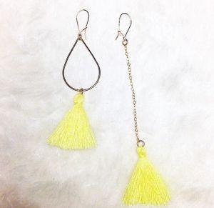boucles d'oreilles pompon asymétriques les petites garçonnes création bijoux