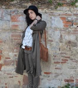 look-outfit-safari-baroudeuse-kaki-franges-camel