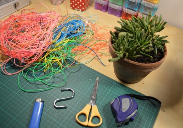 diy-tutoriel-suspension-plantes-macrame-scoubidou-materiel