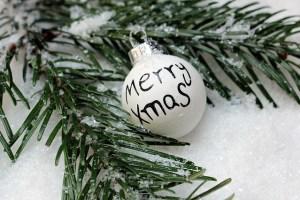 christmas-bauble-1797858_640