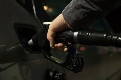 Laubsauger und Laubbläser mit Benzinmotor müssen betankt werden