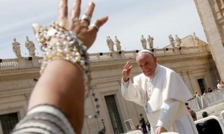 Il Papa: «La preghiera non è una bacchetta magica»