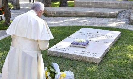 Il Papa: don Tonino ci aiuti a essere «Chiesa del grembiule»
