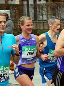Lisa Hahner läuft beim Frankfurt Marathon 2015 Bestzeit: 2h28'39 Foto: Martin Luprich