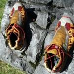 Komisch: wo kam da bloß ein Stein in den Schuh?