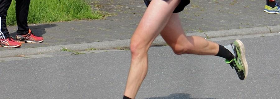 Beine beim Zieleinlauf beim Steinberger Volkslauf