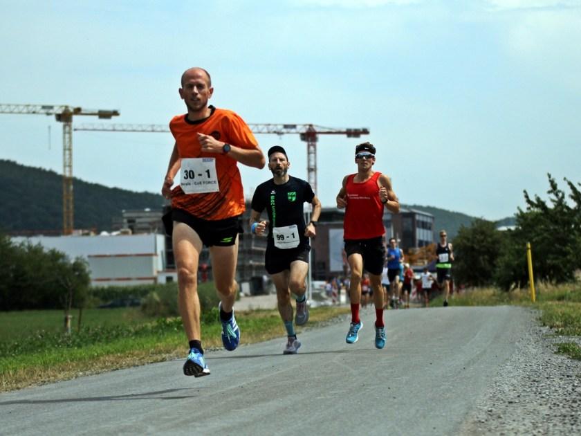 Ein schneller erster Kilometer beim WIKA Staffelmarathon