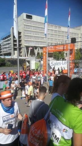 Der Startbogen des ING Nightmarathon