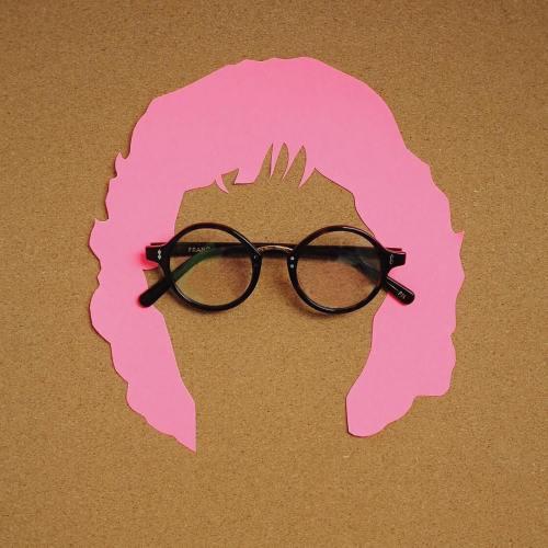 Kacamata Wanita Yang Elegan Dan Menarik