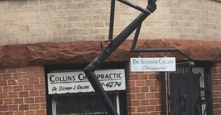 Creative Lamppost in front of a chiropractor