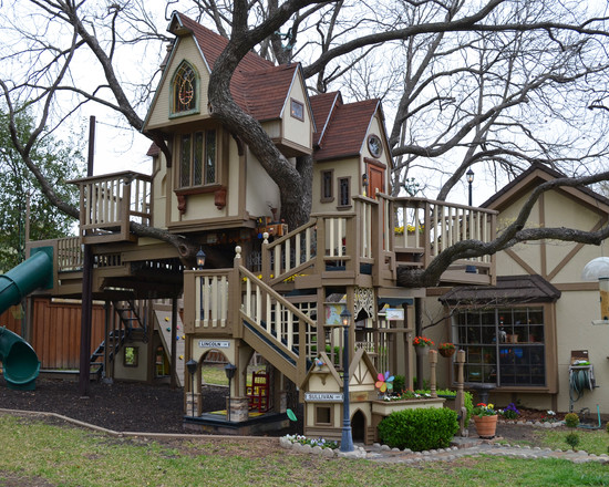 Texas Couple Builds Elaborate Tree House Mansion for Grandkids