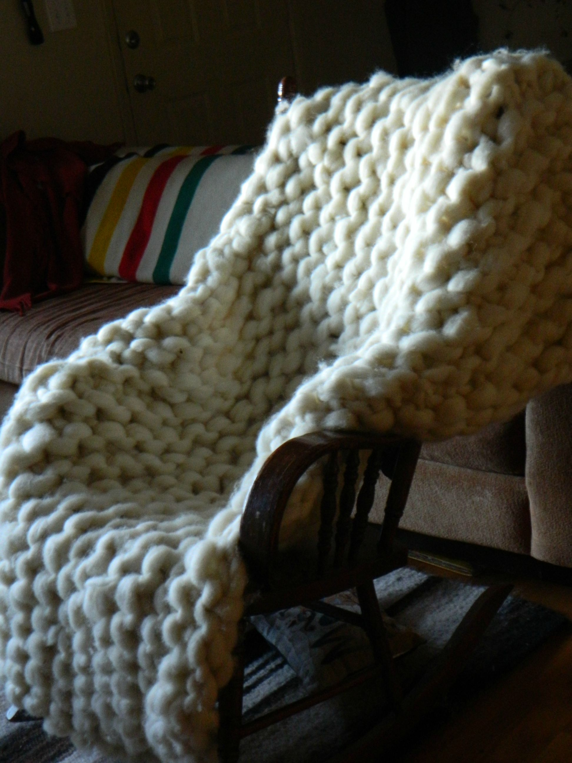 Knitter Makes a Giant Blanket With RopeThick Wool Yarn