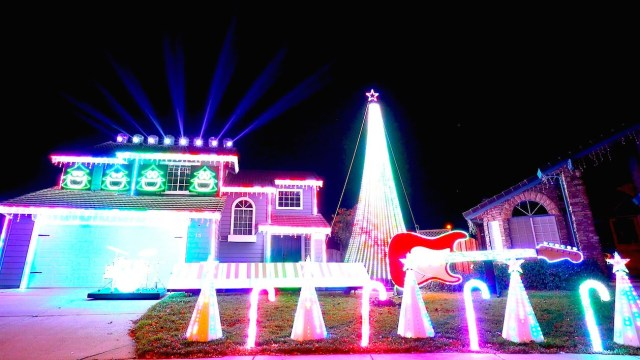 amazing christmas light show synced to iconic star wars songs