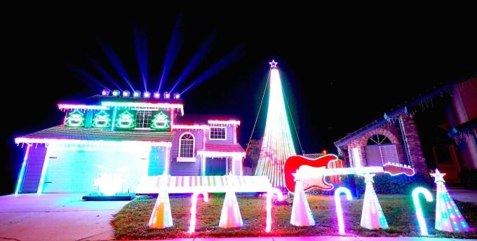 Amazing Grace Christmas Light Show ✓ The Imagine Christmas Decorations