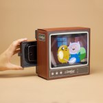A Retro TV Smartphone Magnifier That Enlarges Movies and TV Shows in an Old-Fashioned Way