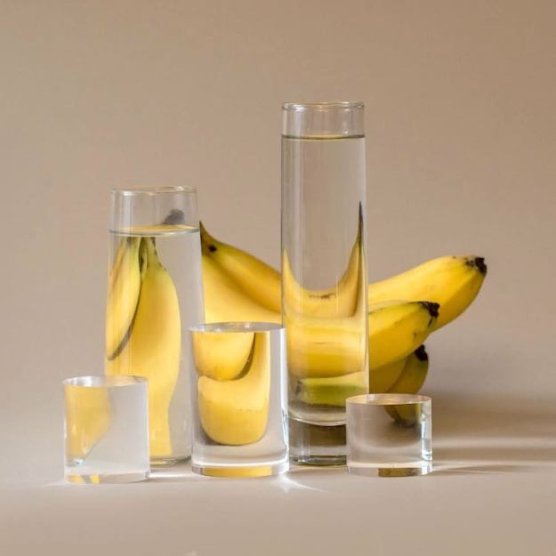 banana-water-glasses Viewpoint, A Whimsical Picture Sequence of Meals, Plants and Crops Distorted by way of Glasses of Water Random