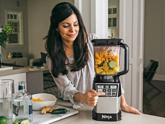 ninjac2ae-4-in-1-kitchen-systeme284a2-blender-processor-spiralizer-high-speed-blending-cup A Powerful Ninja 4-in-1 Kitchen System That Blends, Chops, Minces, Grinds, Purees and Spiralizes Food Random