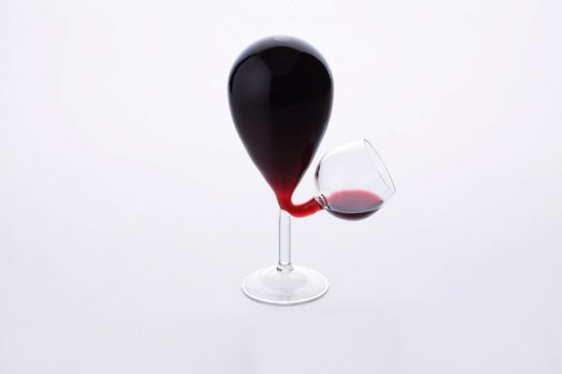 Glass-Tank-Full-e1529694894828 A Dangerously Clever Self-Filling Wine Glass Random