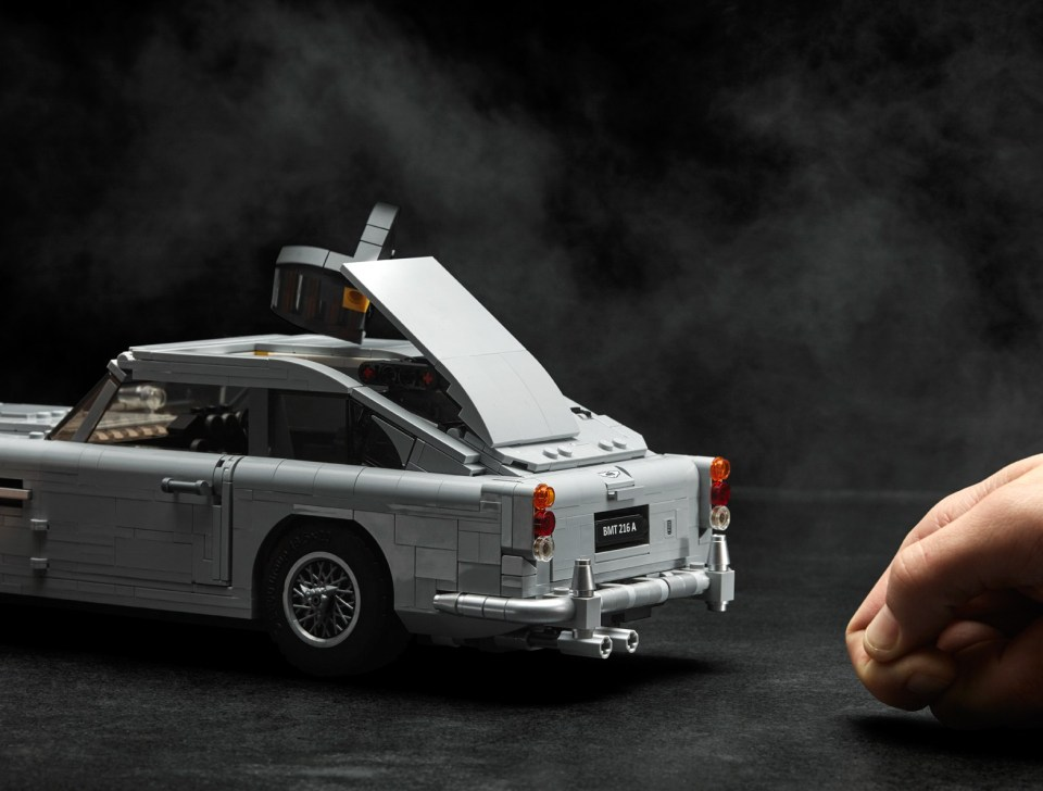 2018 LEGO Creator Expert James Bond Aston Martin DB5 Retractable Roof