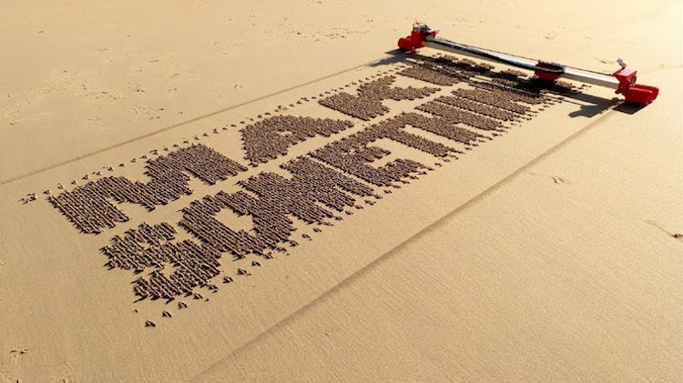 Sand-Writer A Brilliant Self-Propelled 3D Printed Robot That Rapidly Writes Letters and Phrases Onto Sand Random