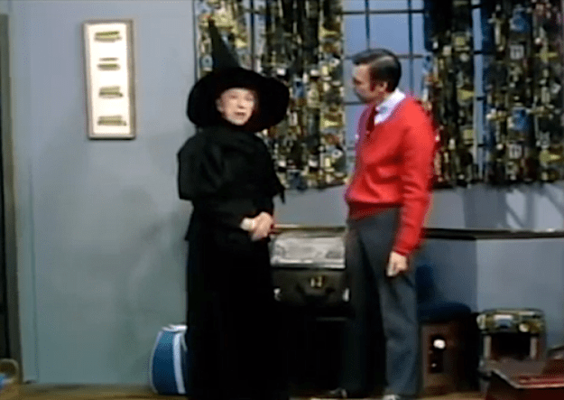 Mister-Rogers-Margaret-Hamilton-Wicked-Witch-of-West1 Margaret Hamilton Dons Her Wicked Witch of the West Costume to Show Mr. Rogers That She Was Just Acting Random