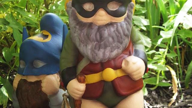 Garden Gnomes With Guns combat garden gnomes
