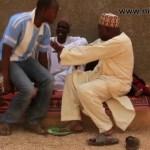 Musha Dariya Dattijo ya saci wayar yaro (Hausa Songs / Hausa Films)