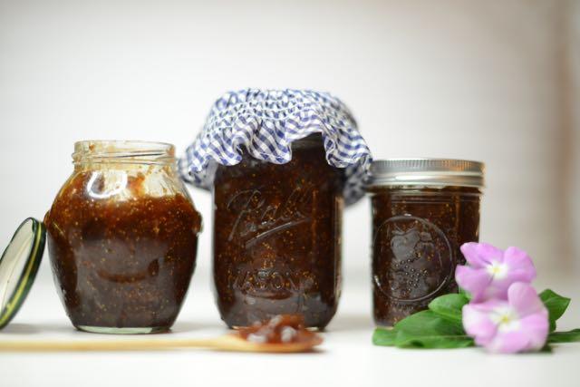 Orgánica y sencilla mermelada de cereza, hecha en casa