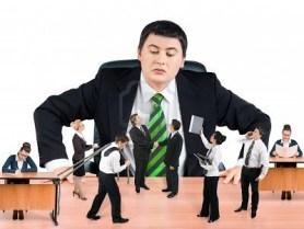 boss-overseeing-team