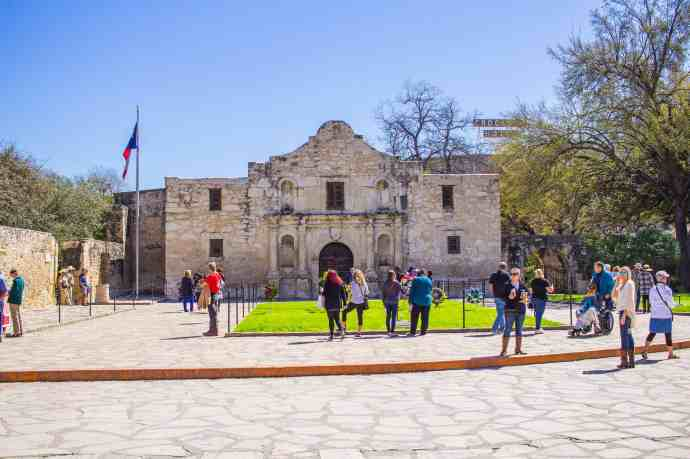 What to Expect When Visiting the Alamo - www.lauraenroute.com
