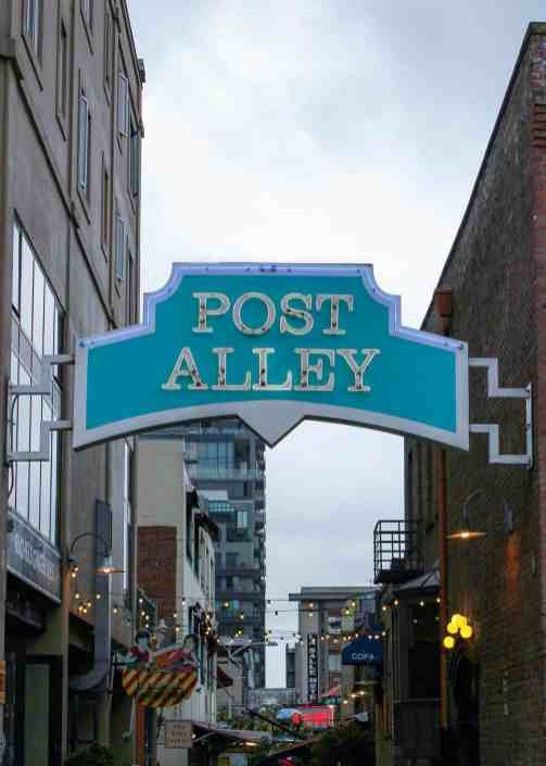 Post Alley, Seattle - www.lauraenroute.com
