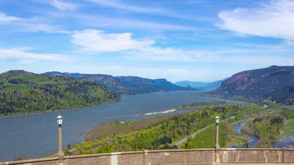 View of the Columbia River Gorge from the Vista House - www.lauraenroute.com