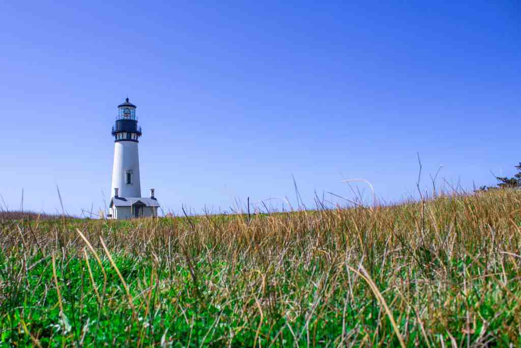 Yaquina Lighthouse, Oregon Coast Road Trip - www.lauraenroute.com