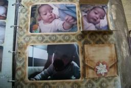 Página interior con fotos dentro de sobres