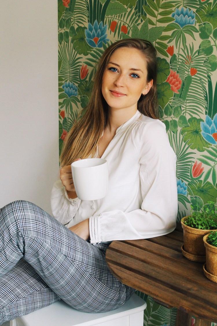 LauraHerz_Tropical_Kitchen_LittleGreene_Wallpaper