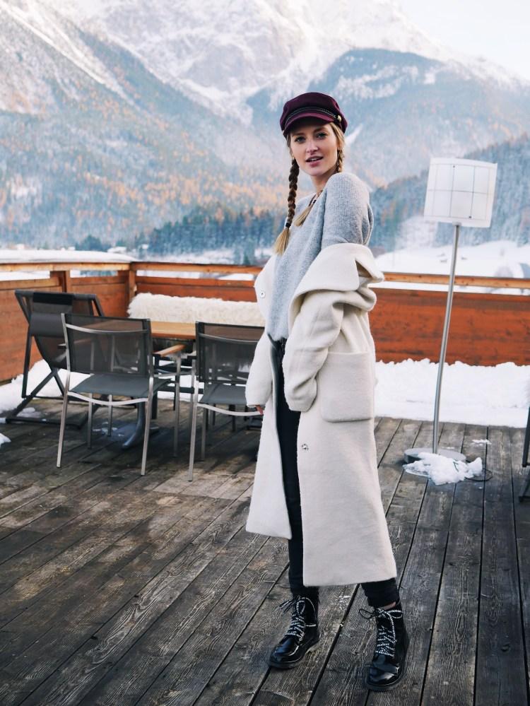 Wintertrend 2017 Weißer Mantel Laura Herz