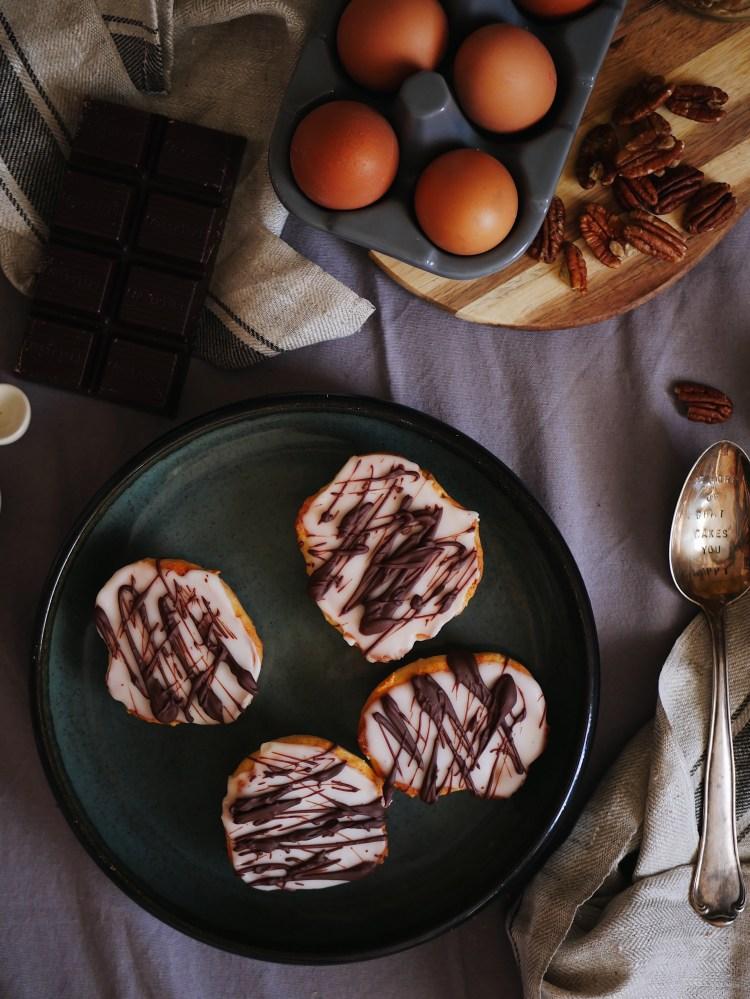 Mini Amerikaner mit Zuckerguss und Schokolade